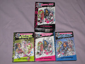 FOR SALE A 3 BOOKS SET OF MONSTER HIGH THE GHOULS RULE