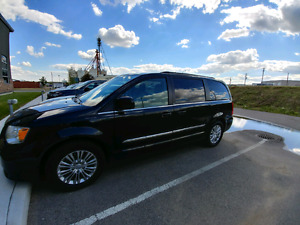 2013 Chrysler Town & Country - low mileage