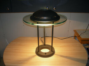 Halogen metal/glass lamp.