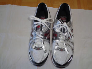 MENS BRAND NEW NEVER WORN NEW BALANCE SHOES FOR SALE