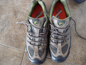 Shoes and rain boots men size 8 London Ontario image 3