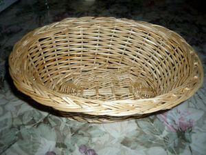 "large round 16"" Wicker Basket ... like New,Clean,SmokeFree"