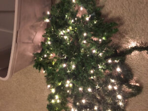 Garland 60 feet with lights / 20 feet without lights euc