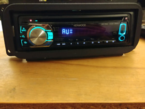 Kenwood KDC-352U car deck radio CD player