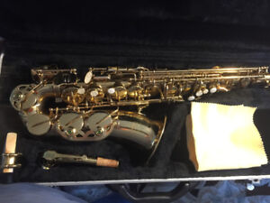 PROFESSIONAL SAXAPHONE SKY USA VINTAGE IN FULL WORKING ORDER!!!