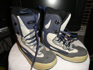 """Used Women & Youth """"Vision"""" Snowboard Boots Size 7 London Ontario image 1"""