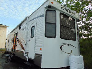 2013 RETREAT BY KEYSTONE 39BHTS.WITH SLIDE OUTS,LIKE BRAND NEW!!