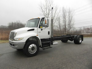 2005 INTERNATIONAL 4400 CAB AND CHASSIS- DT466 ENGINE