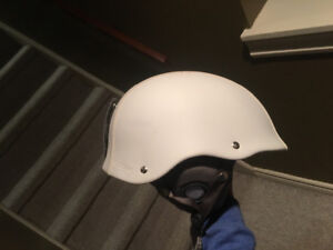 Men's medium snowboard helmet
