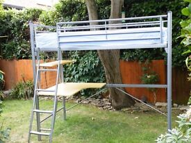 Loft bed in great conditions