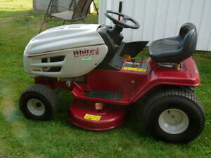 Tracteur à gazon/pelouse White Outdoor 15.5 HP