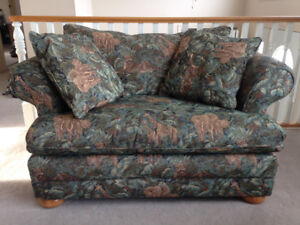 Loveseat for sale + pillows!