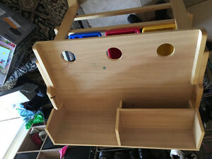 Adjustable kids work desk