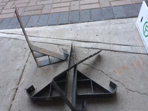 Roofing braces