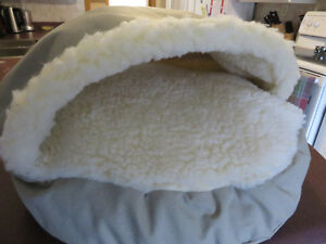 Snoozer Small Cozy Cave- Brand New