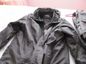 ensemble manteau 2x pantalon  1x botte neuf doublée grandeur 9