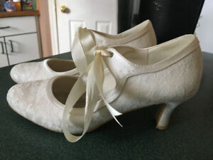 ANTIQUE VICTORIAN STYLE IVORY WEDDING SHOES