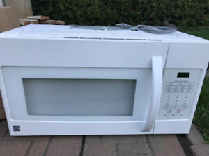 KENMORE♣ 1.6 cu. ft. ♣ MICROWAVE ♣LIKE NEW♣ MUST GO