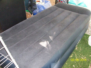 Twin size airbed