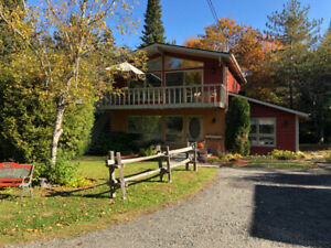 Lovely/Private Chalet-5 min to ski hill! Updated and clean