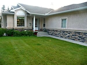 JUST LISTED!!  VILLA WITH WALKOUT BSMT ON HUGE LOT!!