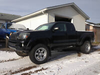 2006 Toyota Tacoma TRD Pickup Truck- LOW KMS!!!