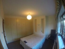 Twin Room Near to Leeds City Center