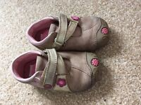 Girls 4f Clarks shoes