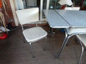 RETRO TABLE & CHAIRS Belleville Belleville Area image 3