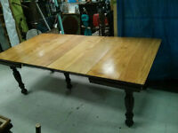 ANTIQUE DINING ROOM TABLE MAPLE  5 LEGGED / LEGS with 4 LEAFS