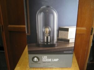 hometrends table or desk lamp. mint condition no breakage.