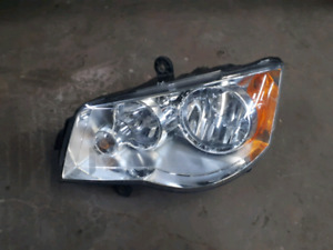 Dodge Grand Caravan headlight LEFT Gauche