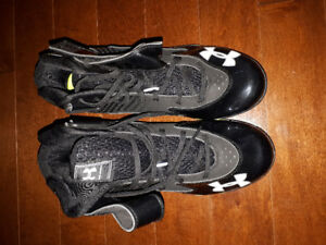 Souliers/Cleats Football **NEUF** pour 40$