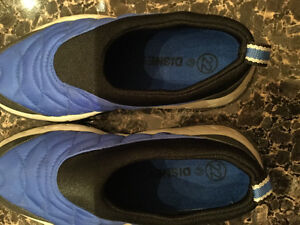 DISNEY Mickey Mouse Athletic Shoes, Size 22 or US 6 Kitchener / Waterloo Kitchener Area image 2