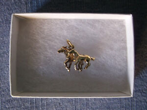 EQUESTRIAN Mare/Foal CHARM-Family of Three Leaping Dolphins RING