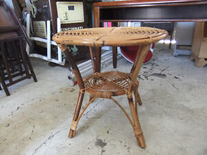 round wicker table in great cond Kitchener / Waterloo Kitchener Area image 2