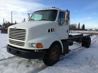 FORD LOUIVILLE SINGLE AXLE TRUCK