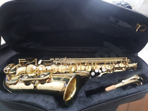 ALTO SAX w/CASE - EXCELLENT CONDITION - RARELY USED