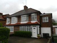 4 bedroom house in Chanctonbury Way, Woodside Park, N12