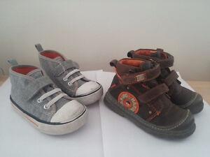 Chaussures espadrilles bottines enfant P. 6 / 22 TBE