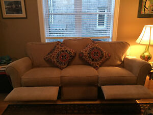 3 Seater Lazyboy Couch, 1.5 year old Cornwall Ontario image 1