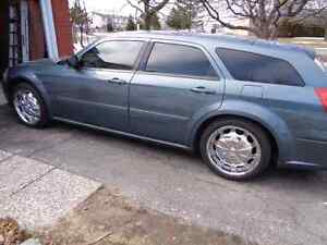 2005 Dodge Magnum for sale $4000 must be gone today by 12. noon