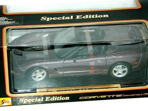 Maisto 1/18 Scale 1998 Corvette Convertible Diecast Car Purple