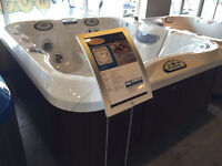 JACUZZI ANCASTER - FLOOR MODEL CLEARANCE - J325 - SAVE 1000'S!