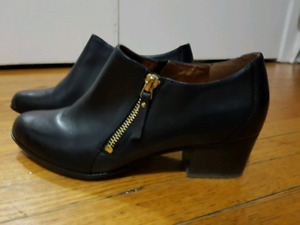 Naturalizer leather shoes size 8 - $25