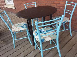 4 chaises métalliques
