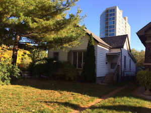 HOUSE FOR RENT (ONLY RENT TO STUDENTS) Windsor Region Ontario image 1