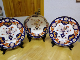 ANTIQUE MASONS WARE, CABINET SET. IN IMPERIAL PATTERN