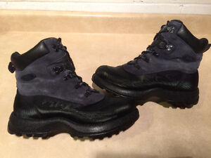 Women's Cougar Climax Winter Boots Size 10 M