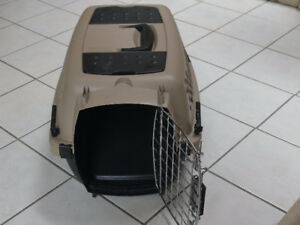 Small Aspen Pet crate/carrier  - Used - for pets up to 10Lbs.